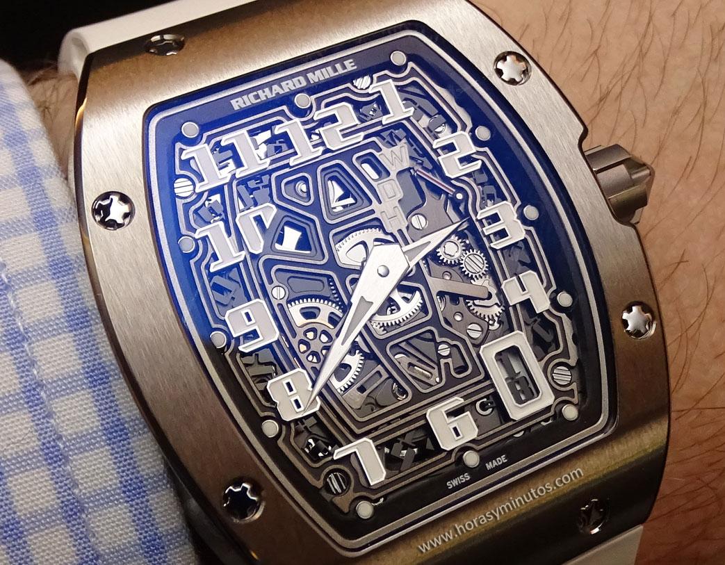 Richard-Mille-RM-67-01-Automatic-Extra-Flat-en-la-muneca-4-horas-y-minutos