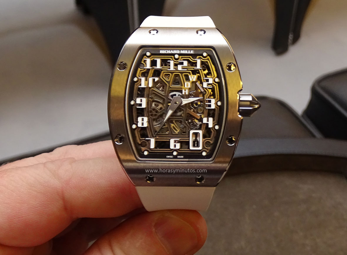 Richard-Mille-RM-67-01-Automatic-Extra-Flat-frontal-horas-y-minutos