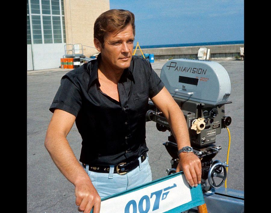 James Bond durante la filmación de Live and Let Die con su Tissot PR 516 Date Mk1