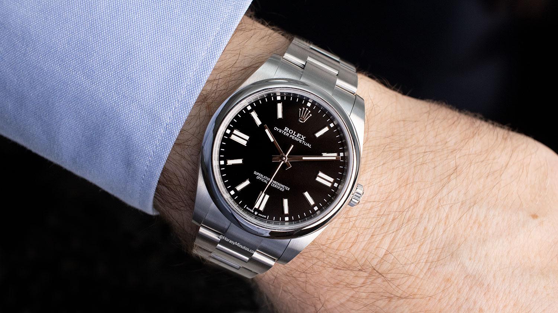 El Rolex Oyster Perpetual negro, puesto