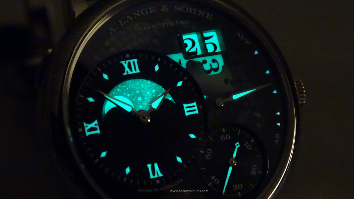 SIHH-2016-A-Lange-Sohne-Grand-Lange-Moonphase-Lumen-SuperLuminova-horas-y-minutos