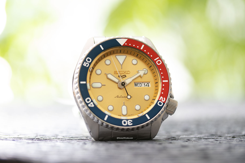 Vista frontal del Seiko 5 Sports Custom Watch Beatmaker 2021