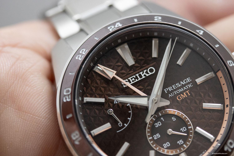 Detalle de la aguja GMT del Seiko Sharp Edged GMT Susutake