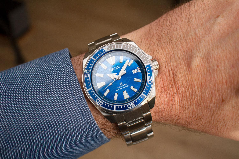 El Seiko Save The Ocean Special Edition SRPD23K1 en la muñeca, puesto