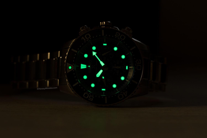Seiko Save The Ocean Special Edition SSC741P1 en la oscuridad