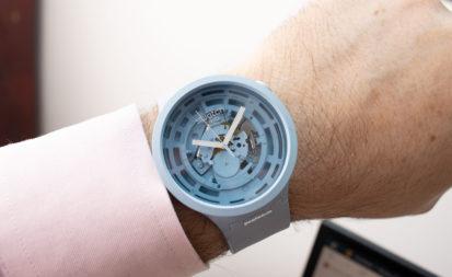 Swatch Big Bold Next azul, puesto