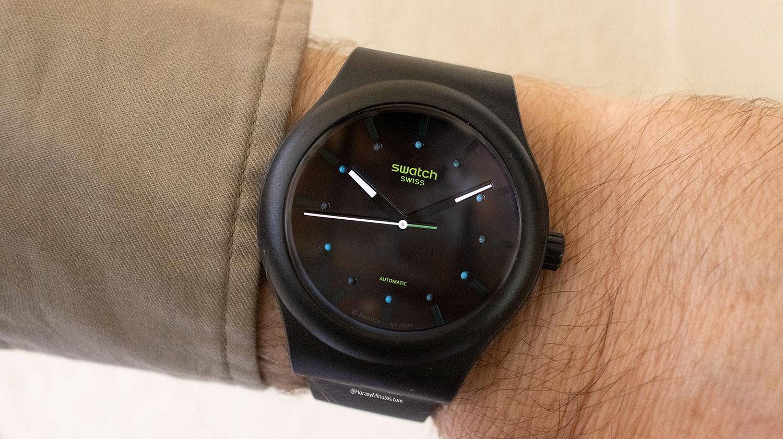 El Swatch Sistem51 Ecológico negro, puesto