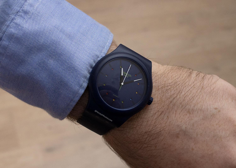 El Swatch Sistem51 Ecológico azul, en la muñeca