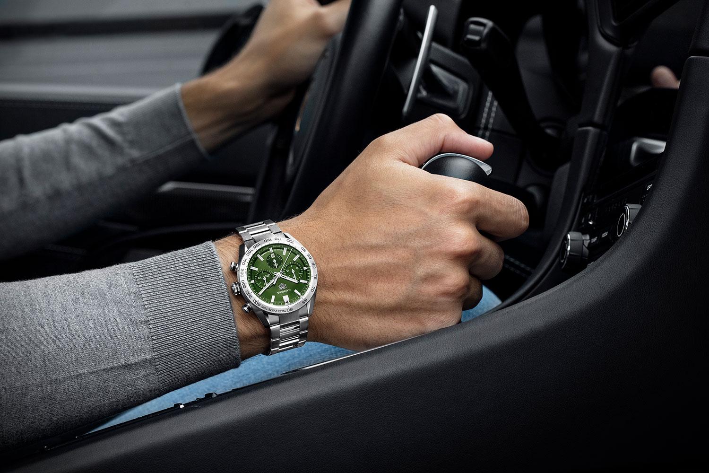 El TAG Heuer Carrera Sport Chronograph verde, en la muñeca