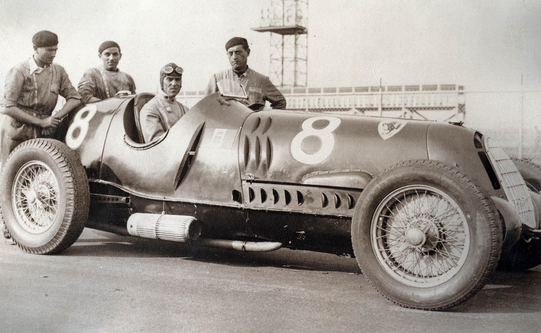 Tazio Nuvolari y su equipo Alfa Romeo