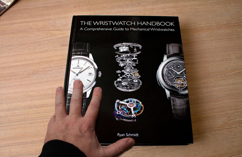 Tres libros sobre relojería. Portada de The Wristwatch Handbook